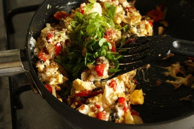 Jajka faszerowane rzodkiewką i smażoną papryką