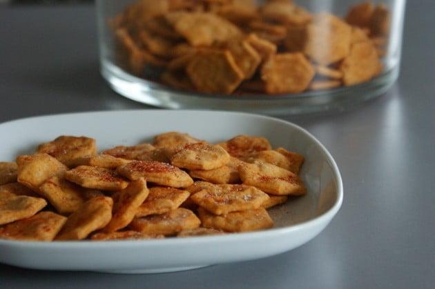 Krakersy z chilli – przekąska nie tylko dla kibica