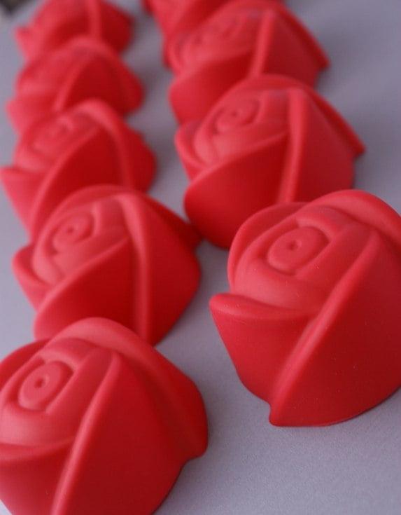 Czerwone róże czy foremki silikonowe?