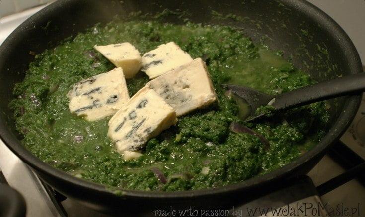 sos szpinakowy z serem pleśniowym