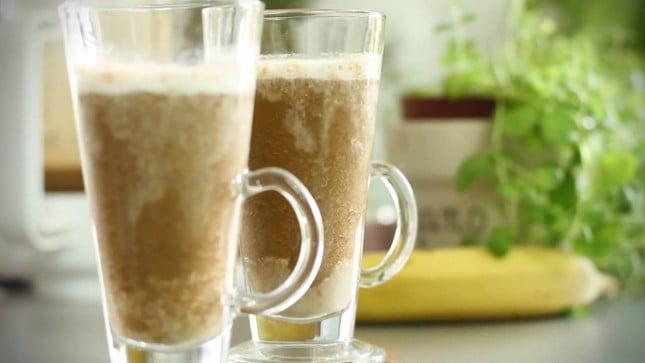 koktajl bananowy z kawą