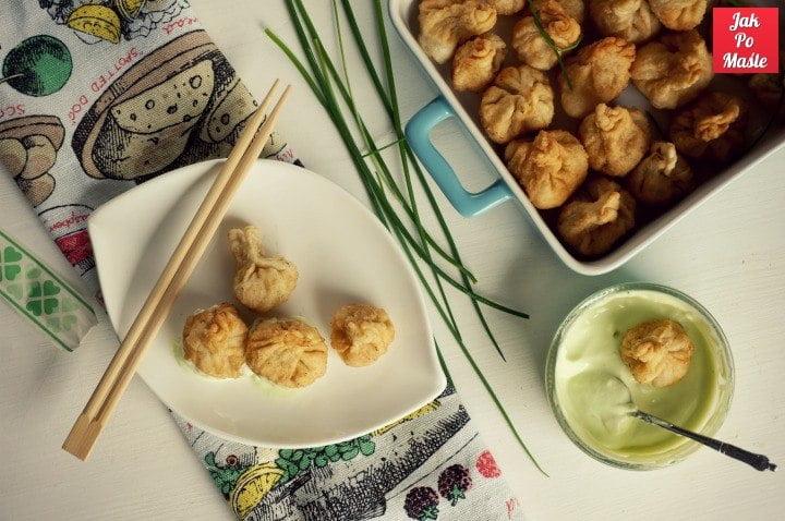 majonez wasabi i pierożki wonton