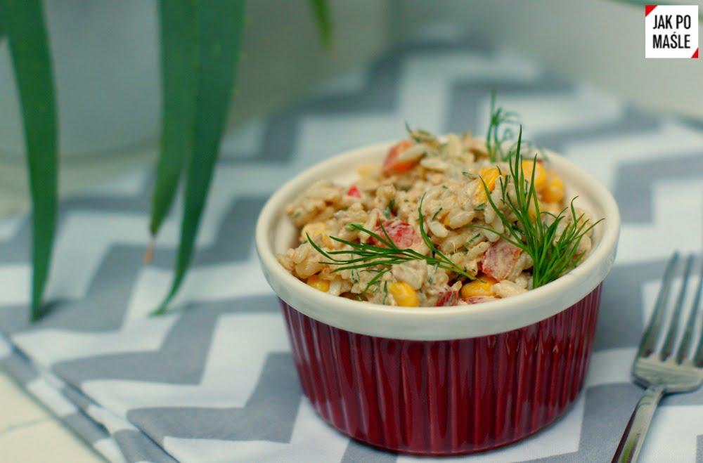 sałatka z ryzem i tuńczykiem