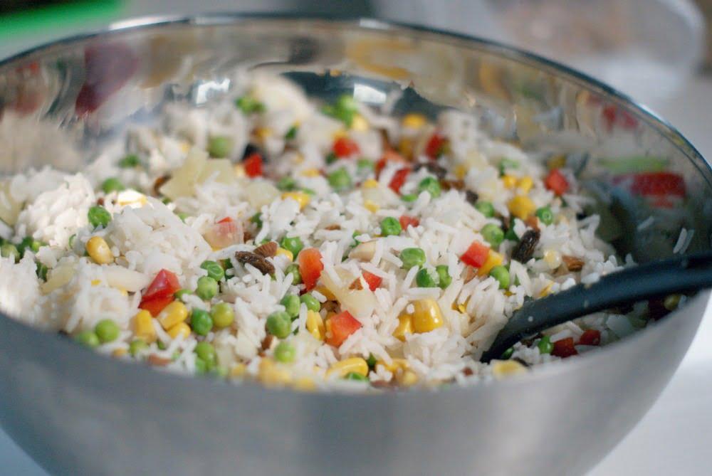 wegetariańska sałatka z ryżem i kukurydzą