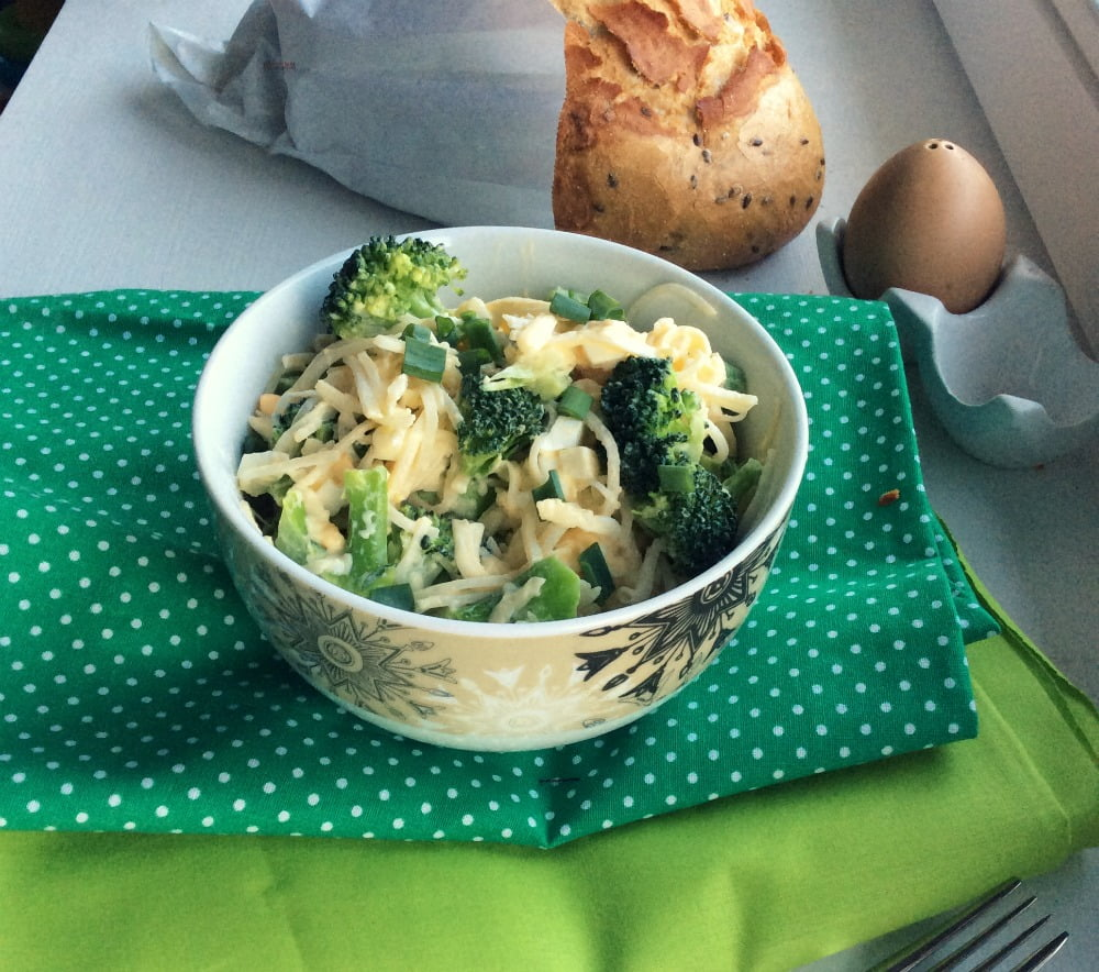 Wielkanocna Salatka Z Brokulem Jajkiem I Selerem Jak Po Masle