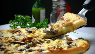 Jakie grzyby nadają się na pizzę? Odpowiadamy